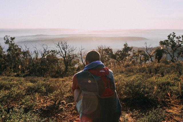 Cosa portare in viaggio: le linee guida per un'uscita maschile